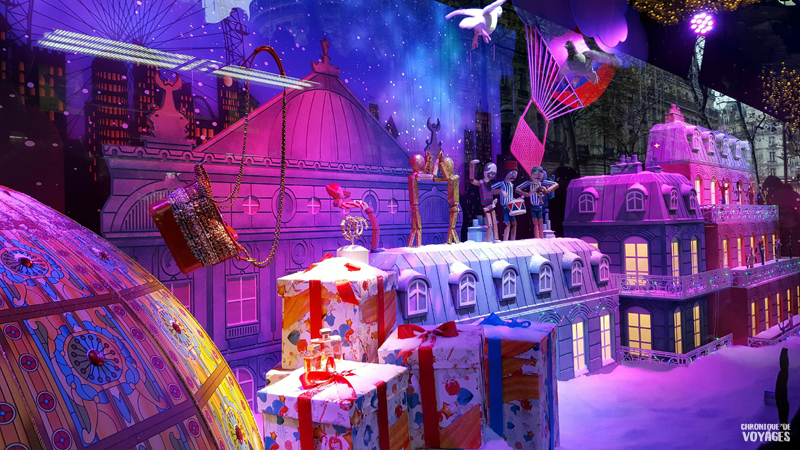 Décorations vitrines des Galeries Lafayette à Noel
