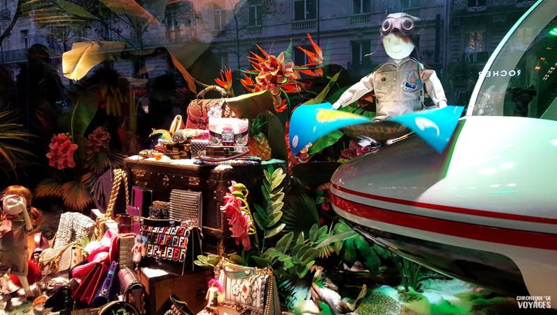 Décorations vitrines du Printemps Haussmann à Noel
